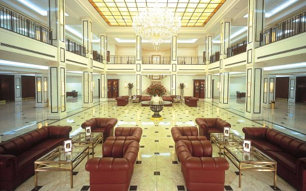 Le lobby du Maritim Hotel à Berlin, qui accueillait les 16 équipes