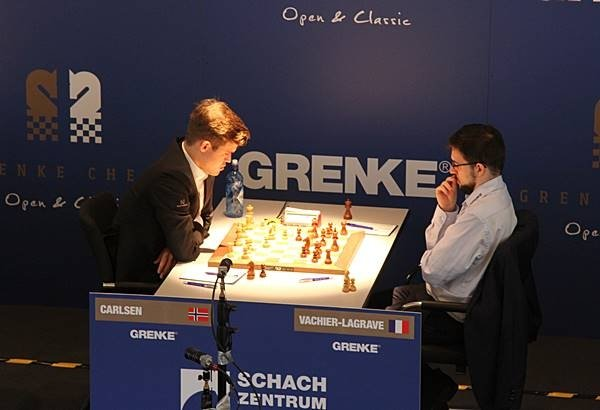 Facing Magnus… (photo Grenke chess).