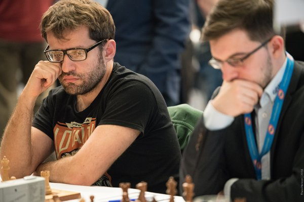 Aronian looks a bit blasé, but this is a fantastic pair on Baden-Baden top boards (Photo: ©Theo Heinze).