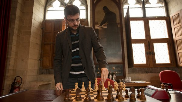 Concentration avant la partie (photo Grand Chess Tour).
