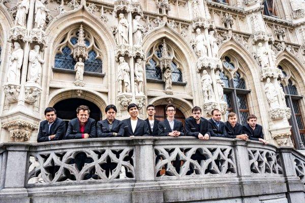 Les joueurs sur le balcon de l'Hôtel de Ville (photo Grand Chess Tour).