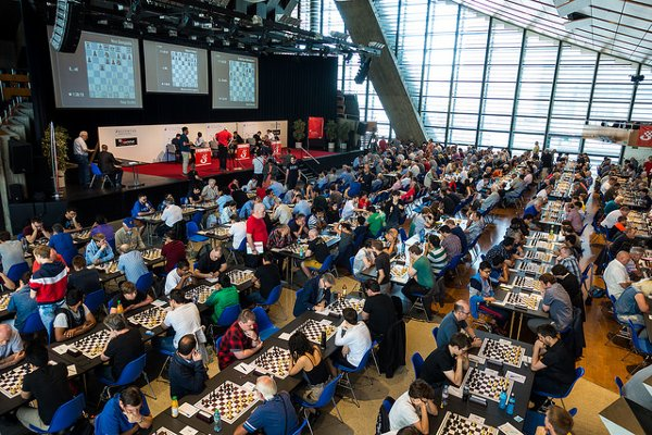 Partial view of the playing hall: like in Wijk aan zee, everybody plays in the same room (Photo: Simon Bohnenblust / Biel Chess Festival).