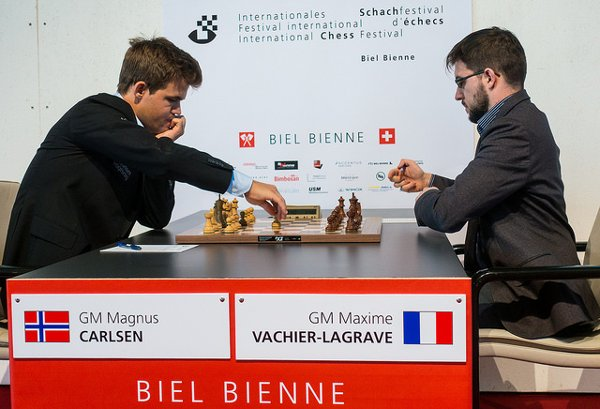 Début d'une partie de grande intensité (Photo: Simon Bohnenblust / Biel Chess Festival).