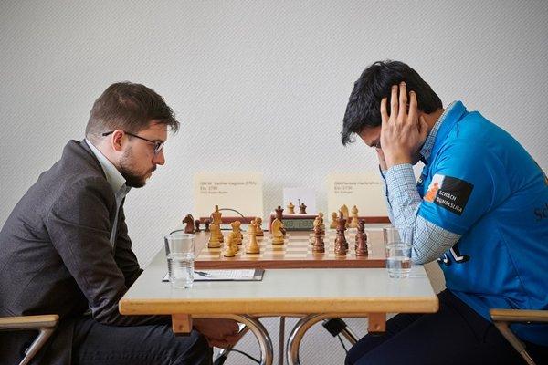 Maxime sur le point de jouer 23.Db3+! (photo: Guido Giotta).
