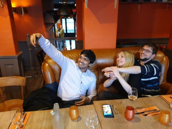 Selfie with Harikrishna and Almira Skripchenko (Photo: Club d'Asnières).