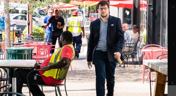 In the streets of St-Louis (photo : www.grandchesstour.org).