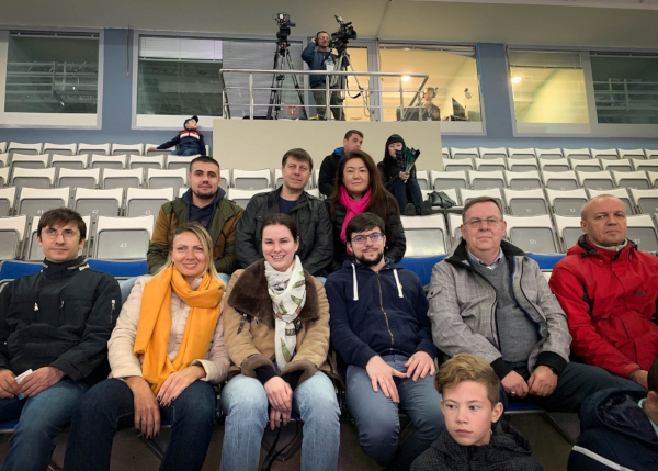 During the rest day, Mvl watched a professional hockey game with his unfortunate opponent of the previous day, Dmitry Jakovenko (left), who had just kicked off on the ice! (Photo: FIDE).