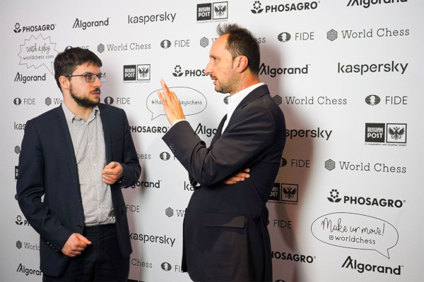 Let's discuss the game! (Photo: Valeria Gordienko/World Chess).