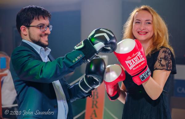La fameuse soirée « Bataille des Sexes ». Ici, Mvl sur le ring avec l'ancienne championne du monde Antoaneta Stefanova (Photo: www.saund.co.uk/John Saunders).