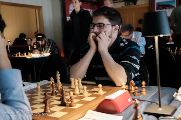 Dans la pénombre (Photo: www.saund.co.uk/John Saunders).